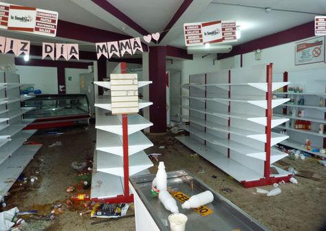 Locales comerciales fueron saqueados durante nueva jornada con disturbios en Barinas. Foto: EFE