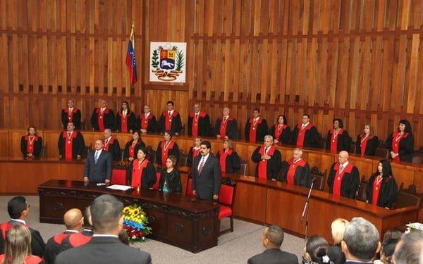 Imagen de Nicolás Maduro y Diosdado Cabello junto a los jueces del Tribunal Supremo de Justicia de Venezuela