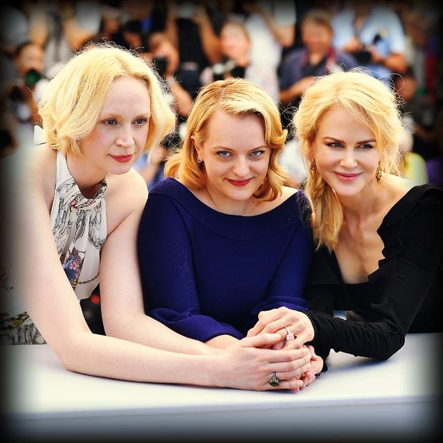 Elisabeth Moss junto a Gwendoline Christie y Nicole Kidman, sus compañeras de reparto en