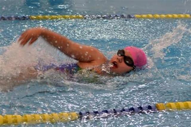 Dani en una de sus competencias de natación