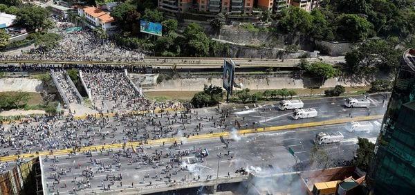 Capriles convocó a una marcha este martes hacia el Ministerio de Interior y Justicia (Reuters)
