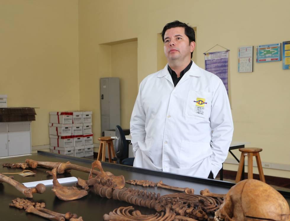 Jairo Vivas, médico forense.