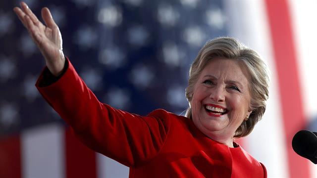 Hillary se burló de Trump por su furcio en Twitter con la palabra covfefe