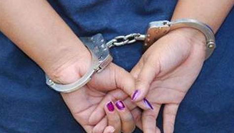 La mujer detenida forma parte de una red de estafadores. (Foto: Internet)
