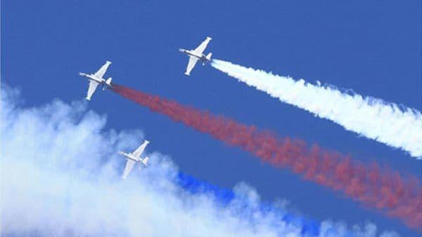 Los aviones norcoreanos muestran los colores del país