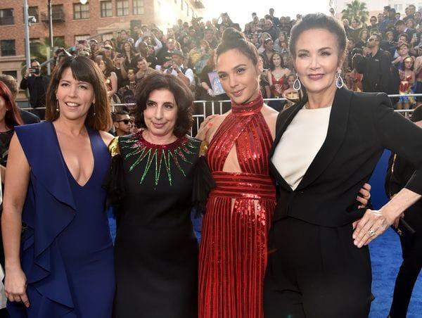 Patty Jenkins, Sue Kroll, Gal Gadot y Lynda Carter en la premiere de 'Wonder Woman' en Hollywood, California