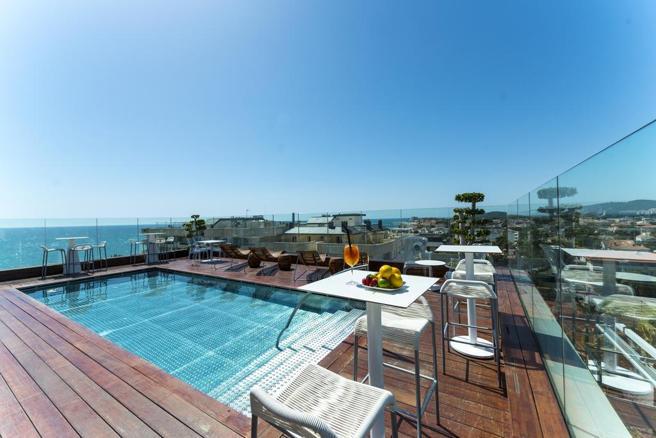 El MiM cuenta con una azotea con piscina en la que los clientes tienen una vista panorámica de la playa