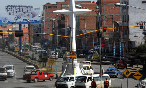 La avenida Juan Pablo II, cerca donde encontraron el cuerpo de la víctima. Foto: archivo La Razón