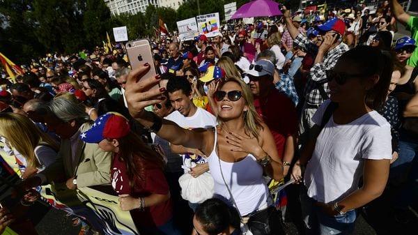 """""""Queremos que la dictadura se vaya del país, que vuelva a haber libertad en Venezuela"""", dijo una manifestante (AFP)"""