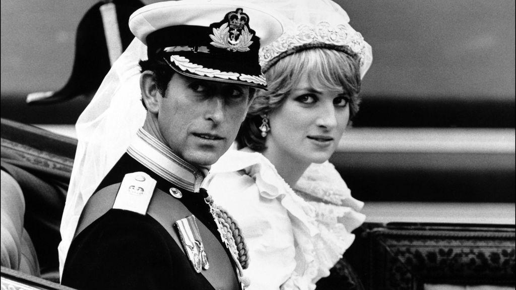Lady Di y Carlos de Inglaterra en el día de su boda.