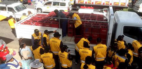 Funcionarios ediles decomisan cajas de cerveza de un camión que estaba parqueada al final de la entrada de Gran Poder.