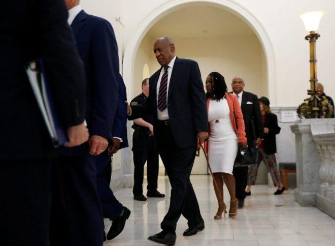 Bill Cosby regresa a la sala de la corte tras un receso durante su juicio por asalto sexual (Foto: Reuters)