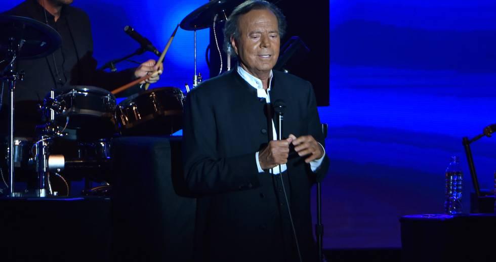 Julio Iglesias durante un concierto en Montecarlo en julio de 2016.