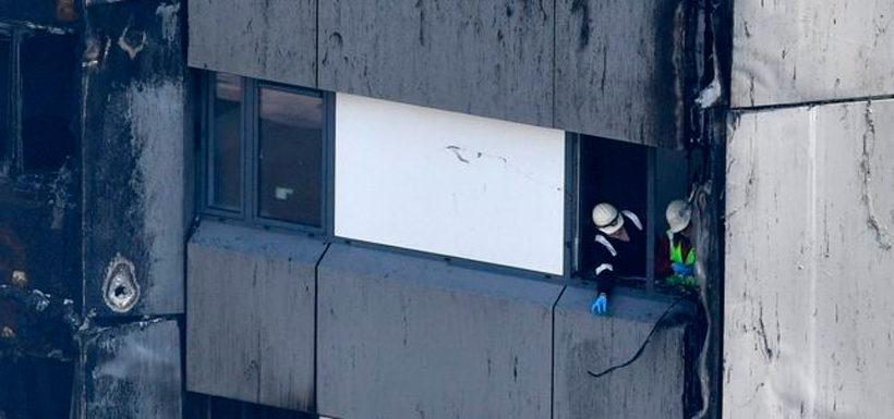 Reino Unido: el bebé que lanzaron desde un noveno piso de la torre en llamas en Londres y fue atrapado por un transeúnte