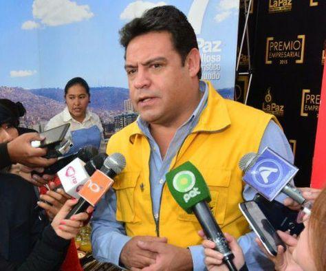 Alcalde Luis Revilla, con medios de prensa
