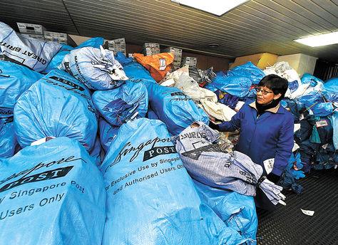 Envíos. Gran cantidad de paquetes son recepcionados y enviados por la Empresa de Correos de Bolivia. Foto: Miguel Carrasco