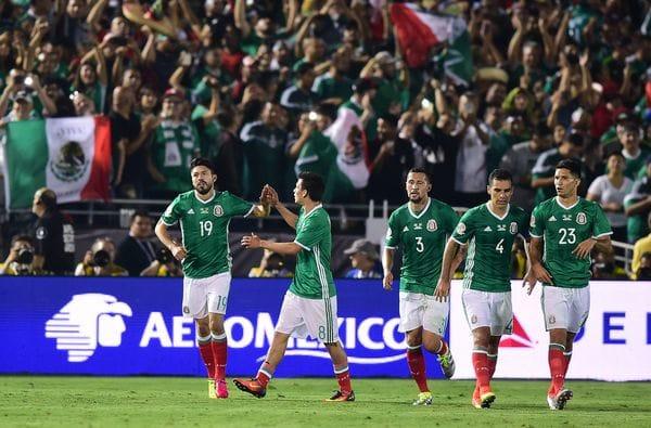 Los aficionados mexicanos deberán controlar sus gritos en la Copa Confederaciones para que no sancionen al equipo (AP)