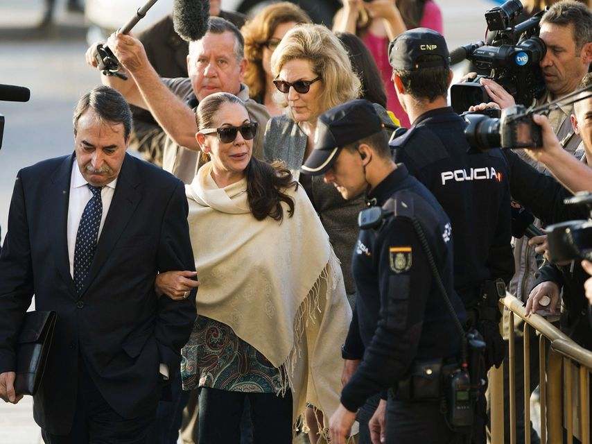 La cantante Isabel Pantoja sale de la cárcel.