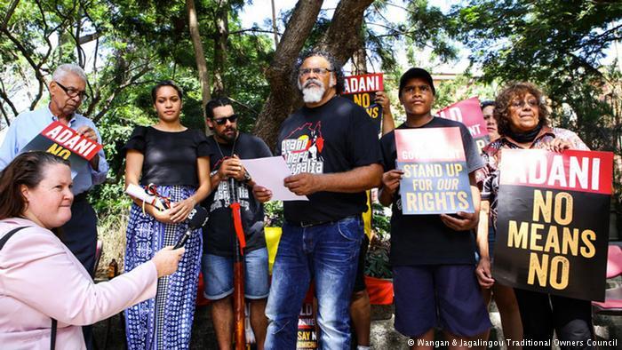 Adrian Burragubba y los propietarios tradicionales de Wangan y Jagalingou lanzan su campaña (Fuente: Consejo de Familia del pueblo indígena Wangan y Jagalingou (W&J))