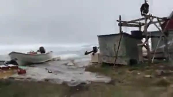 El agua avanzó a gran velocidad sobre la costa