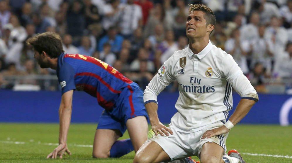 Foto: Cristiano Ronaldo en el último Madrid - Barcelona, en el Santiago Bernabéu. (EFE)