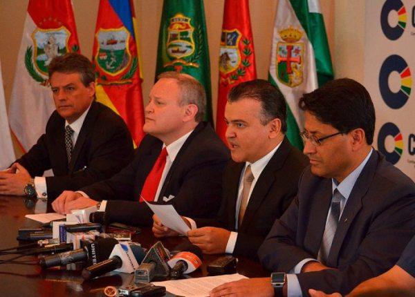 RONALD NOSTAS Y DIRECTIVOS DE LA CONFEDERACIÓN DE EMPRESARIOS PRIVADOS DE BOLIVIA (CEPB).