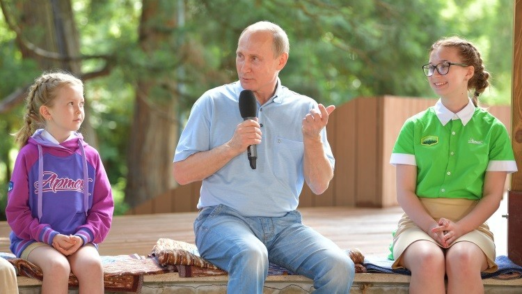 Vladímir Putin enseña cómo ser un buen periodista