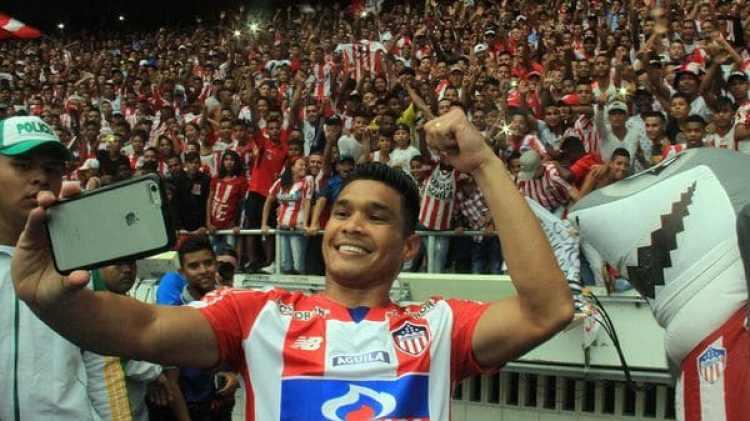 Teo Gutierrez volverá a vestir la camiseta de Junior de Barranquilla por tercera vez en su carrera (EFE)