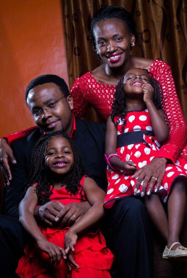 Terry y Tony Gobanga con sus dos hijas, Tehille y Towdah.