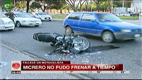 Micro choca y mata a motociclista