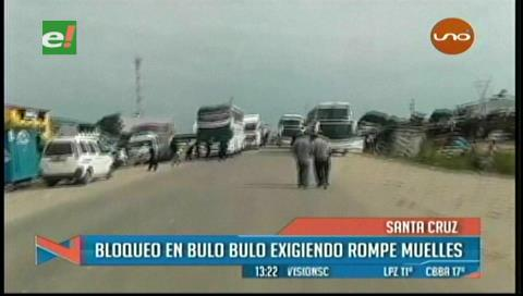 Bloquean carretera a Cochabamba en Bulo Bulo