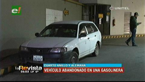 Diprove retira un vehículo abandonado hace cuatro días en un surtidor