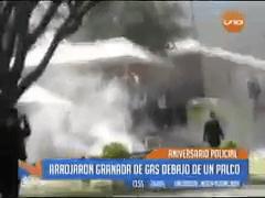 ¿Molestos con Evo? con silbatina y gases lacrimógenos «celebran» aniversario de la Policía