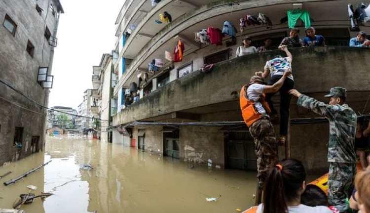 Rescatistas trabajan en la prvincia de Guangxi (Reuters)