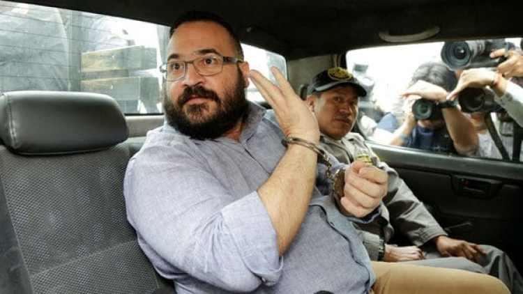 El ex gobernador de Veracruz, Javier Duarte de Ochoa, al dejar la corte tras la audiencia por su extradición (Reuters)