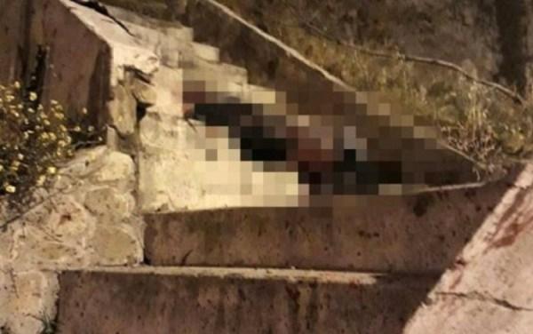 El cuerpo fue encontrado en una escalinata. Foto: Erbol