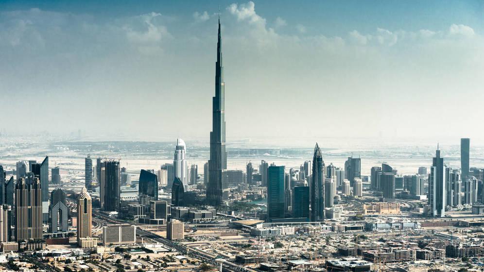 Foto: El horizonte de Dubái, con el Burj Khalifa destacando por encima del resto de edificios. (iStock)