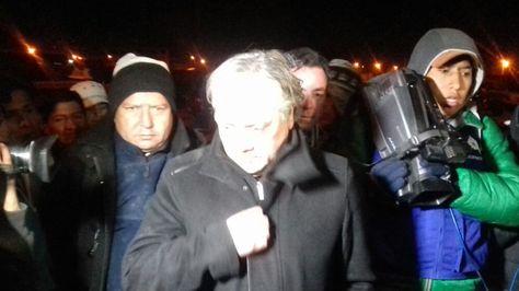El senador chileno Alejandro Navarro en el retén policial en Uyuni, Potosí.