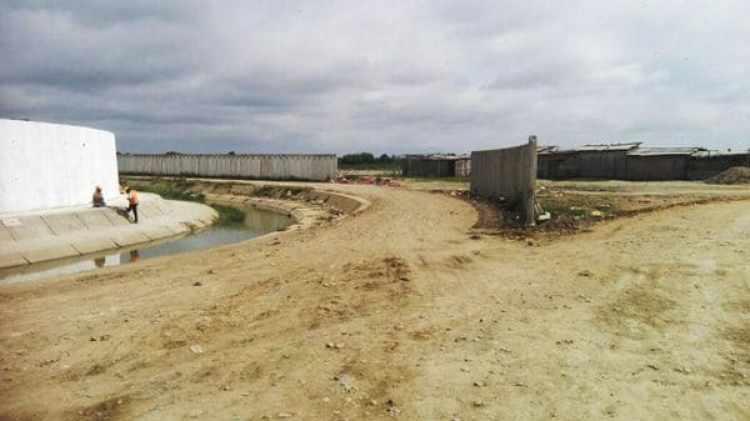 El río Zarumilla se puede cruzar dando un salto durante la mayor parte del año (Diario Regional de Tumbes)