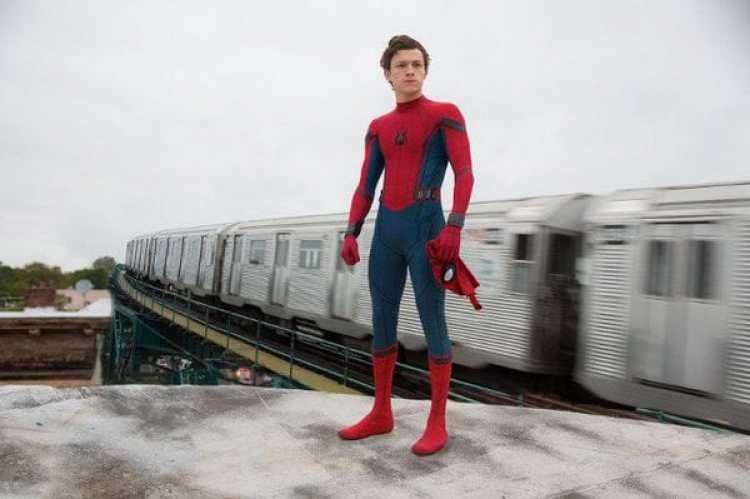 El actor Tom Holland es el nuevo Spider-Man en lacinta que dirige el realizador Jon Watts