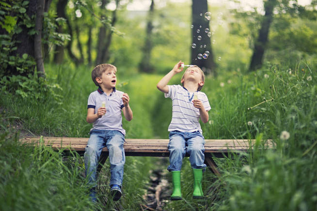 Los nacidos en segundo lugar compiten en tiempo y recursos con sus hermanos. (iStock)
