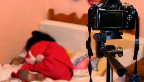 Imagen de una niña víctima de pornografía infantil. Foto: https://elpitazo.com