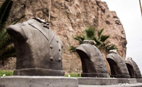 Los héroes militares de la Guerra del Pacífico, que están en Arica, decapitados. Foto: EFE