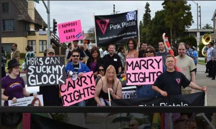 """""""Apoyo a los gays armados"""": Pink Pistols en manifestaciones. (pinkpistols.org)"""