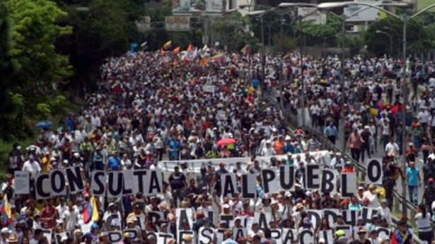 ¿Atenuará la consulta opositora la polarización en Venezuela?