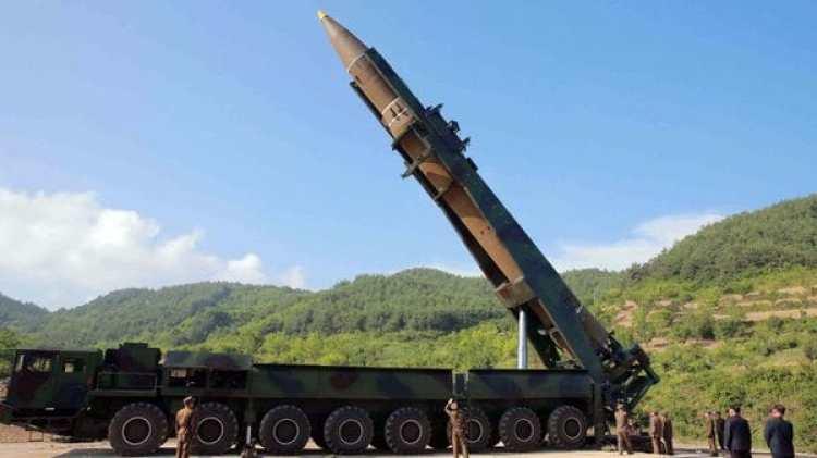Corea del Norte probó con éxito el lanzamiento del Hwasong-14, su primer misil balístico intercontinental (Reuters/KCNA)