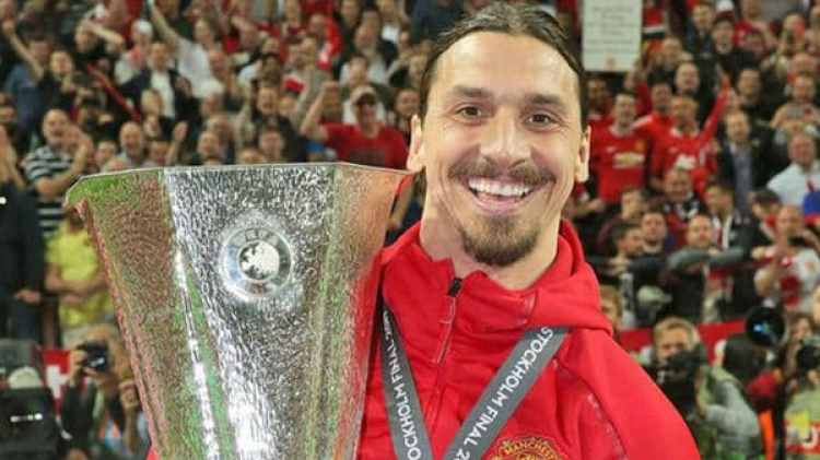 Ibrahimovic levantó la Europa League la última temporada con el United
