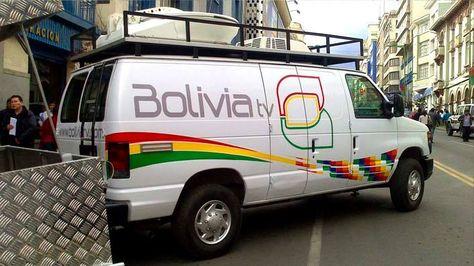 Una unidad móvil del canal del Estado.