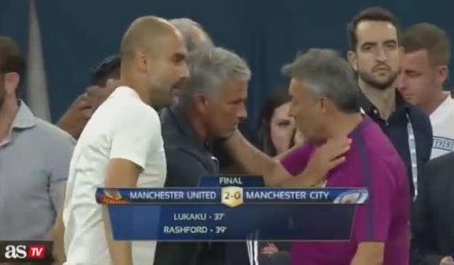 El saludo entre Guardiola y Mourinho