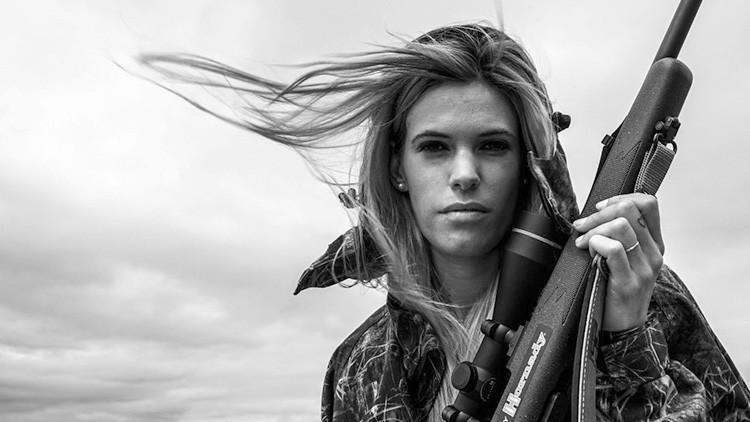 Hallan muerta a la cazadora española Melania Capitán que despertaba las críticas de los animalistas